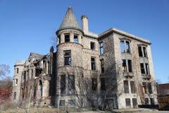 En övergiven slott i Detroit, MI Arkivbild