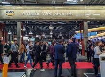 En abril de 2019 - Hannover, Alemania: Cabina grande de los servicios web del Amazonas en la Hannover Messe foto de archivo libre de regalías