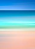 En abstrakt havseascape med suddigt vinkar Bildskärmar ett retro, tappningblick med kors-bearbetade färger Fotografering för Bildbyråer