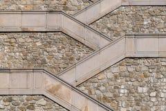 En abstrakt sikt av en utomhus- trappuppgång i den Bratislava slotten, w Royaltyfri Bild