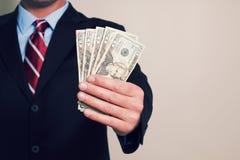 En affärsman med pengar arkivbild