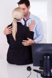Förälskelse i arbetsplatsen Royaltyfri Bild