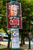 En affisch med en bild av den tyska finansministern i Aten, Gr Arkivfoto