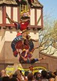 En akrobatskådespelartrupp på den Arizona renässansfestivalen Royaltyfri Foto