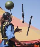 En aktör jonglerar brand på den Arizona renässansfestivalen Arkivbild
