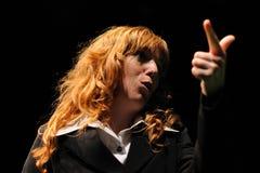 En aktris av det Barcelona teaterinstitutet, lekar i komedin Shakespeare för ledare Arkivfoton