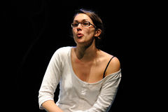 En aktris med exponeringsglas av det Barcelona teaterinstitutet Arkivbild