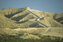 En akvedukt som levererar vatten till Los Angele arkivbild