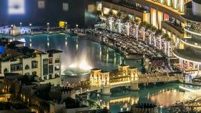 En allmän sikt av bron över timelapse för konstgjord sjö i i stadens centrum Dubai, Förenade Arabemiraten stock video