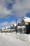 En allmän sikt av en gata efter en snöstorm Arkivfoton