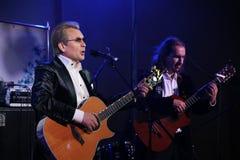 En amo del canto de la etapa del romance ruso, del estrella del pop ruso, del cantante y del músico Alexander Malinin Imagenes de archivo