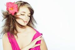 En amor con una muchacha con una cara soñadora Imagen de archivo libre de regalías