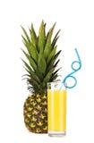 En ananasfrukt och ett exponeringsglas av ananasfruktsaft med att dricka sugrör Royaltyfri Fotografi