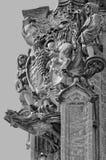 En annan nära sikt av statyer i tornet Royaltyfri Fotografi