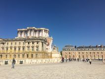 En annan vinkel av châteauen de versailles arkivfoton