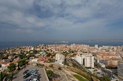 En antenn beskådar av den Marseille staden och dess hamn Frankrike Arkivbild