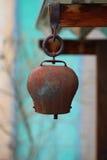 En antik cowbell. Arkivbilder