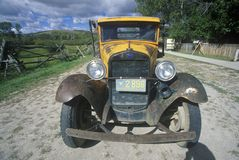 En antik Ford lastbil i Bannack, Montana Arkivbilder