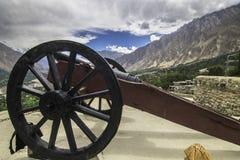 En antik kanonbrand är ställen ut sid baltitfortet, hunza pakistan Royaltyfri Bild
