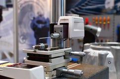 En apparat för att mäta kärvhet på plana yttersidor, i spår, inryckningar och på buktat royaltyfri fotografi