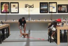En Apple Store Imagenes de archivo