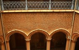 En areal sikt av den dekorativa borggården i slotten av bangalore Royaltyfri Fotografi