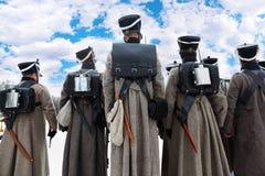 En arrière des soldats à la reconstruction historique Images libres de droits