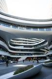 En Asia, China, Pekín, SOHO, la vía láctea, arquitectura moderna Imagenes de archivo