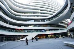 En Asia, China, Pekín, SOHO, la vía láctea, arquitectura moderna Imagen de archivo libre de regalías