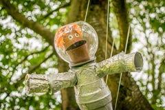 En astronaut som göras från växtkrukor arkivfoton