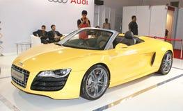 En Audi R8 Spyder på skärm i Autocarkapacitetsshow i Mumbai Royaltyfria Bilder