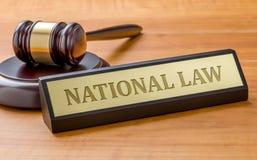 En auktionsklubba och en namnplatta med den inrista nationella lagen arkivbild