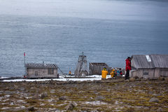 En av äldst polara stationer i arktisk Franz Josef Land royaltyfria bilder
