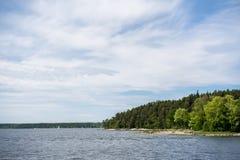 En av 30.000 öar av den Stockholm skärgården, fridsam sikt Royaltyfri Fotografi
