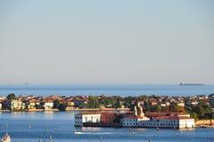En av öarna av den Venetian lagun royaltyfria foton