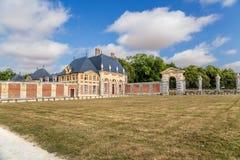 En av byggnaderna av godset av Vaux-le-Vicomte, Frankrike Arkivfoto