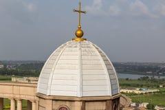 En av de fyra mindre kupolerna av basilikan av vår dam av fred arkivbild