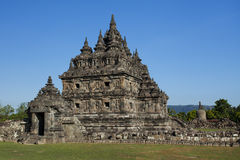 En av de huvudsakliga templen på Candi Plaosan Arkivbild