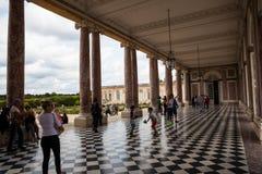 En av de många spektakulära byggnaderna på slotten av Versailles Fotografering för Bildbyråer