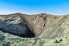 En av de vulkaniska kraterna i den Timanfaya nationalparken, Lanzarote Arkivbilder