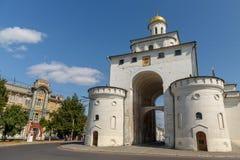 En av den huvudsakliga historiska gränsmärket av den Vladimir staden - Golden Gate Ryssland royaltyfri foto