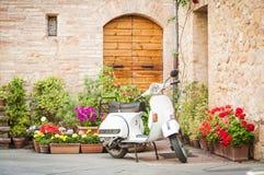 En av den populäraste transporten i Italien, tappningVespa Fotografering för Bildbyråer