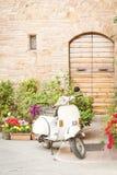 En av den populäraste transporten i Italien, tappningVespa Royaltyfri Bild