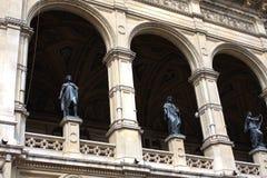 En av detaljer av byggande av den Wien operan Arkivbilder