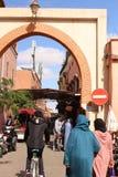 En av gamla portar i Marrakesh royaltyfri fotografi