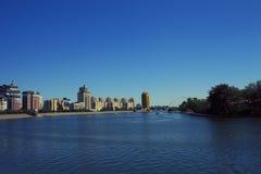 En av invallningarna av floden Ishim i Astana arkivbild