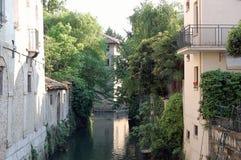 En av kanalerna av Portogruaro royaltyfria foton