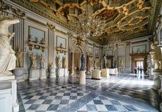 En av korridorerna av det Capitoline museet i Rome Royaltyfria Bilder