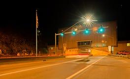 En av många pittsburg stadstunneler på natten Royaltyfri Foto