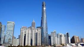 En av Shanghais gränsmärkebyggnader royaltyfri bild